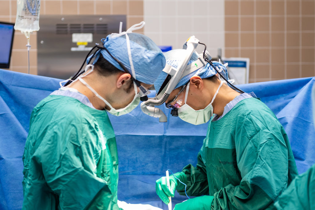 UMHS Main OR: Dr. Sam Kaffenberger, Faculty and Dr. Ted Lee, Resident, start a retroperitoneal lymph node dissection.